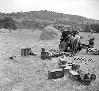 25 pdr of D Bty, 3rd RHA in action near Boissey, August 1944.