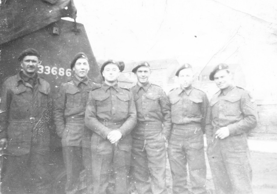 Men from K Battery, 5th RHA beside a Sexton. Courtesy of 'Jock' (Rob) Lerche (K Bty) and Barry Forbes.
