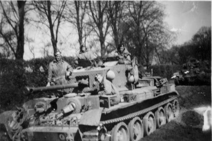 Cromwell from Brigade Protection Troop near Sustedt advancing towards Bremen in 1945. Note use of the earlier TAC sign on this Cromwell rather than the newer sign on the Command vehicle in the left hand picture. Photographer David Beaven courtesy of Ian Beaven.