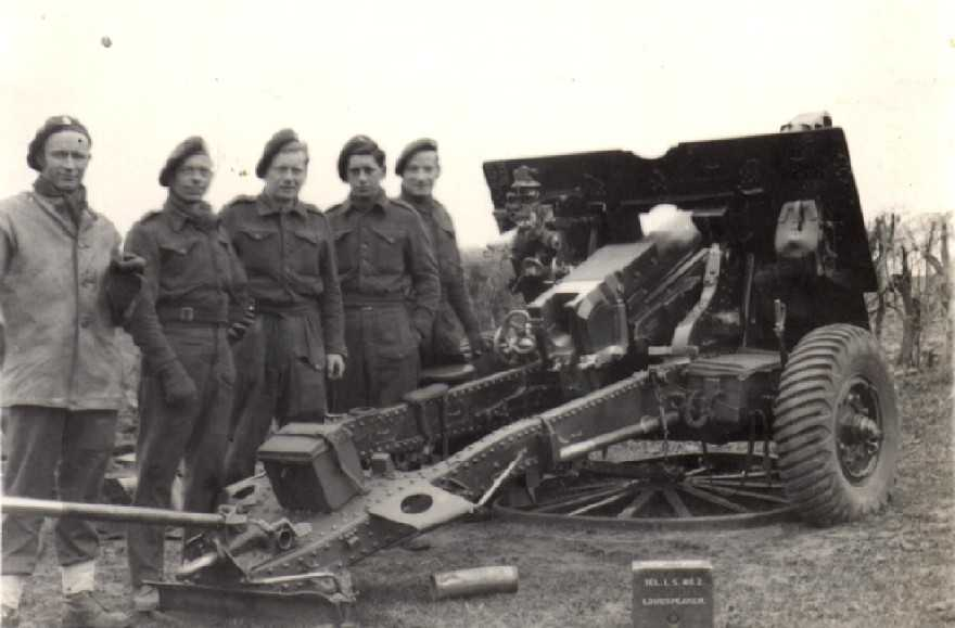 A 25 pdr Gun and crew from 3 RHA near Stramproy December 1944.