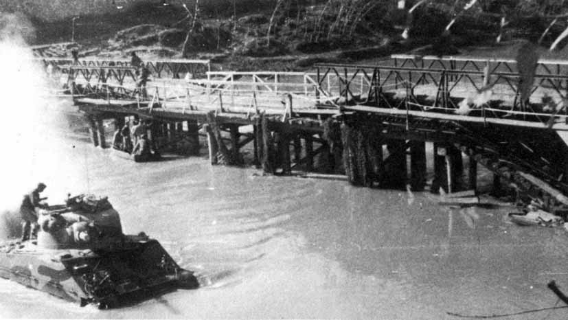 4th CLY Sherman crossing the Volturno River