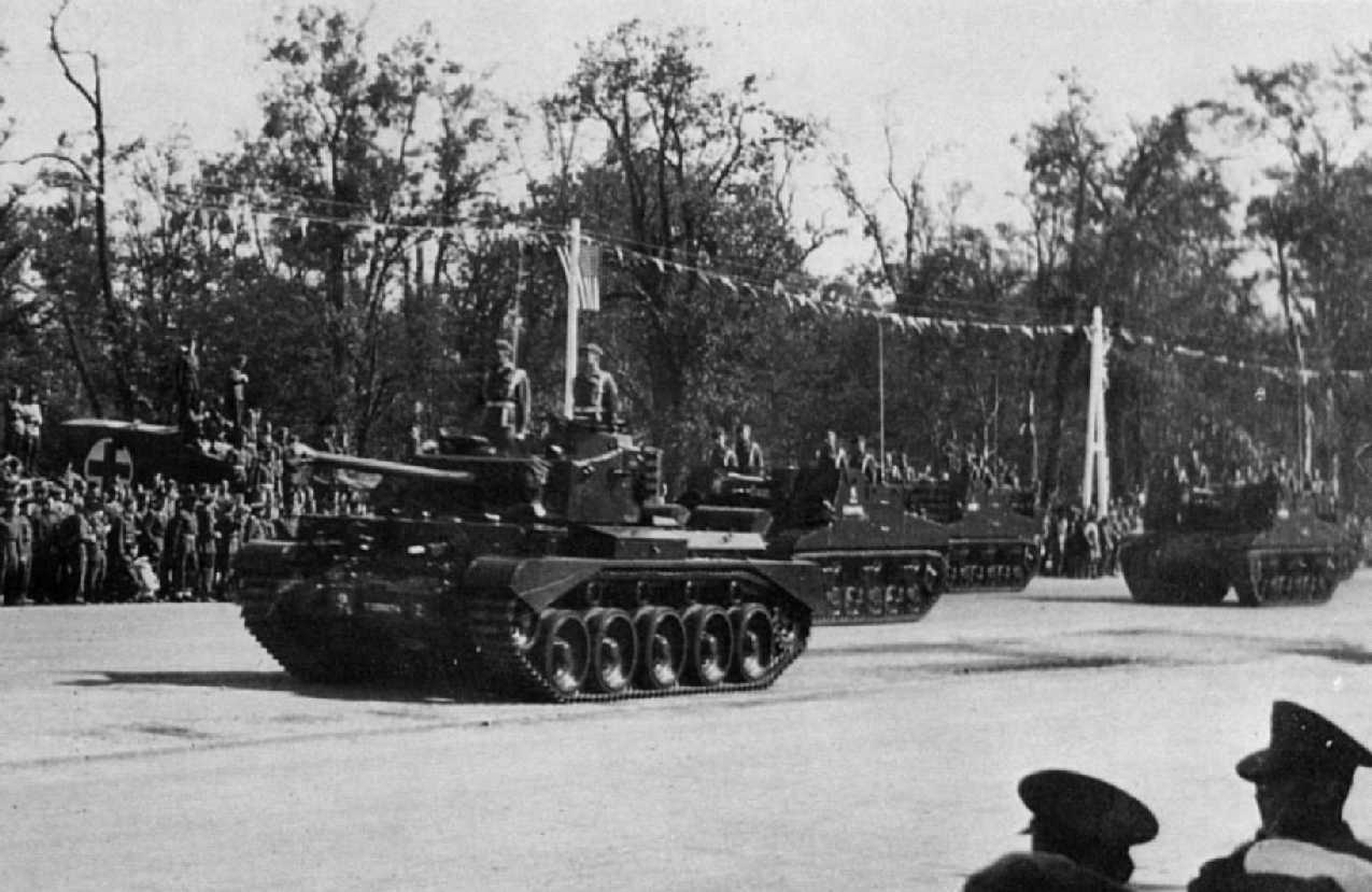 Comet Tank, followed by Sexton SPGs from 5 RHA during the Victory Parade. The lead Comet Tank with the Z mark is that of the Commanding Officer 5th RHA.